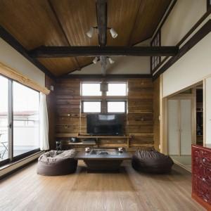 二階リビングの家