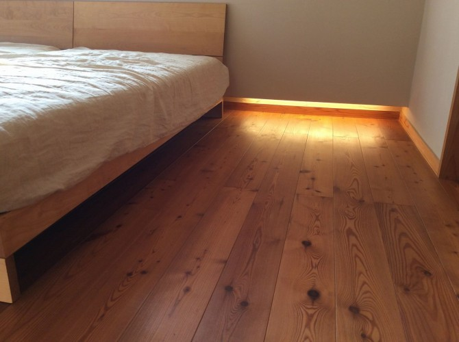 ベッドの足元照明