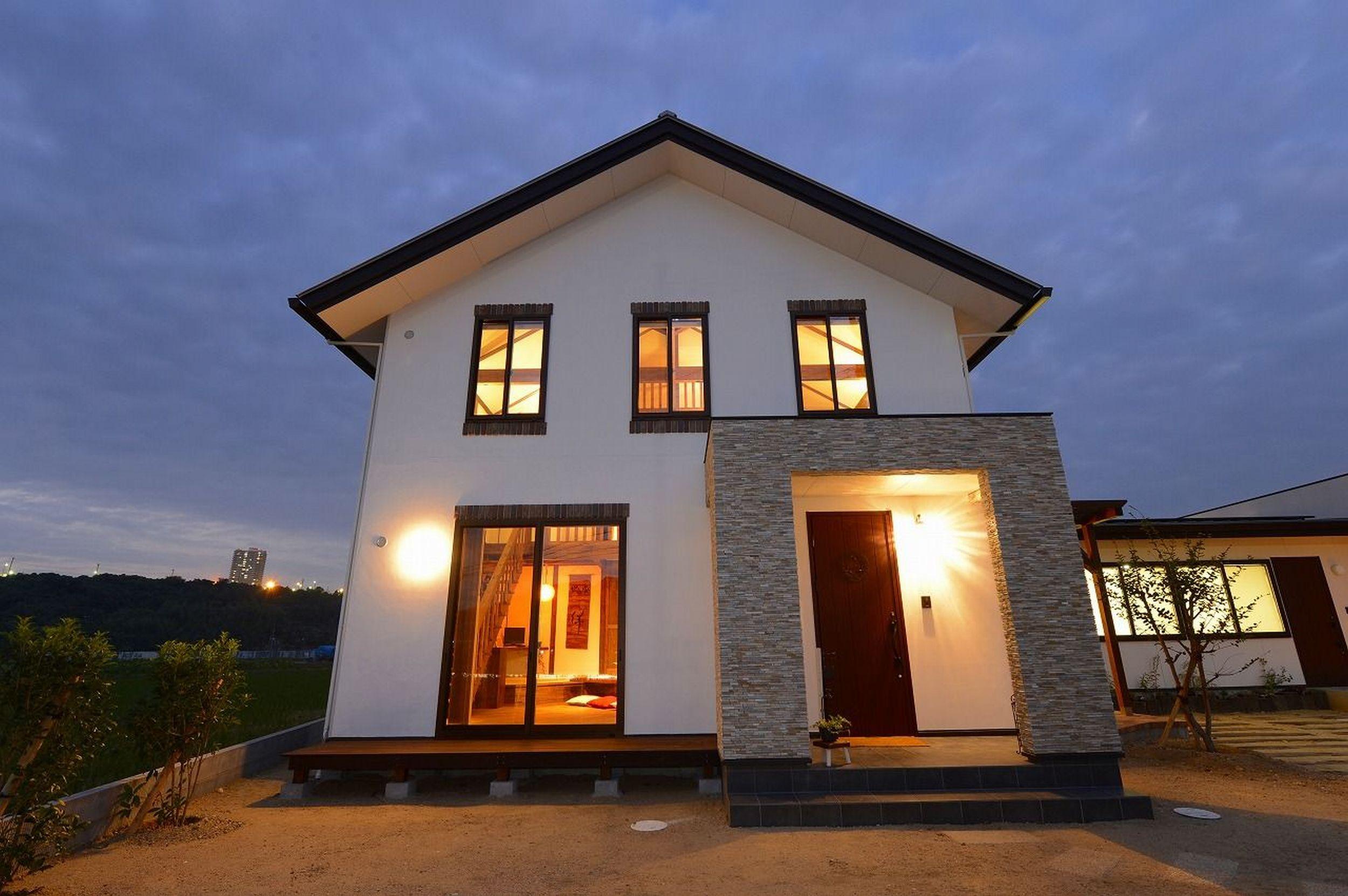 灯りが美しい家