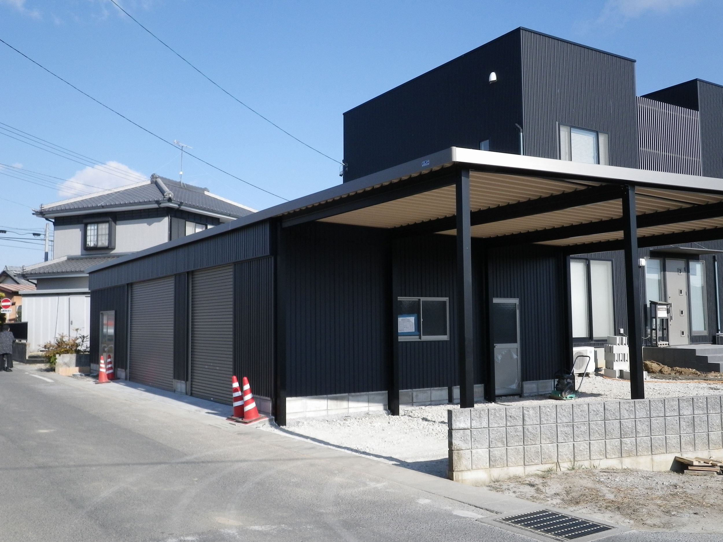 黒壁デザインの家